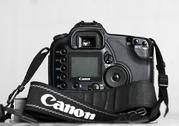 Продам зеркальный фотоаппарат Canon EOS 10D недорого